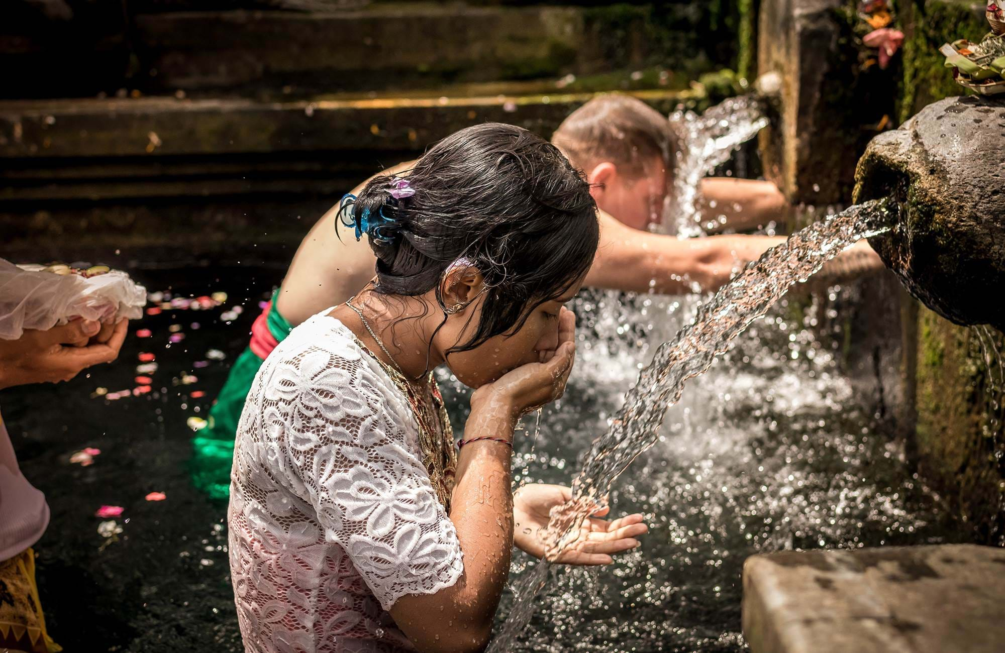bali-indonesia-tirta-empul-temple-holy-spring-water