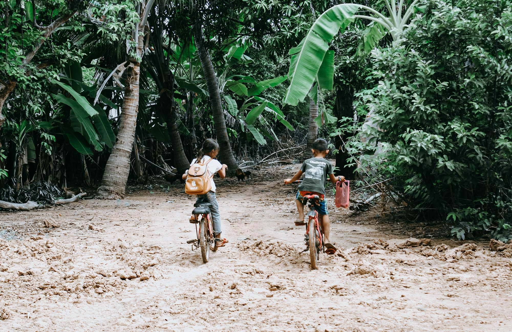 cambodia-krong-poi-pet-paoy-paet-children-on-bikes-cover