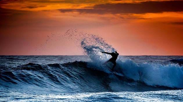 sunset-surfer-portugal-1280-720px